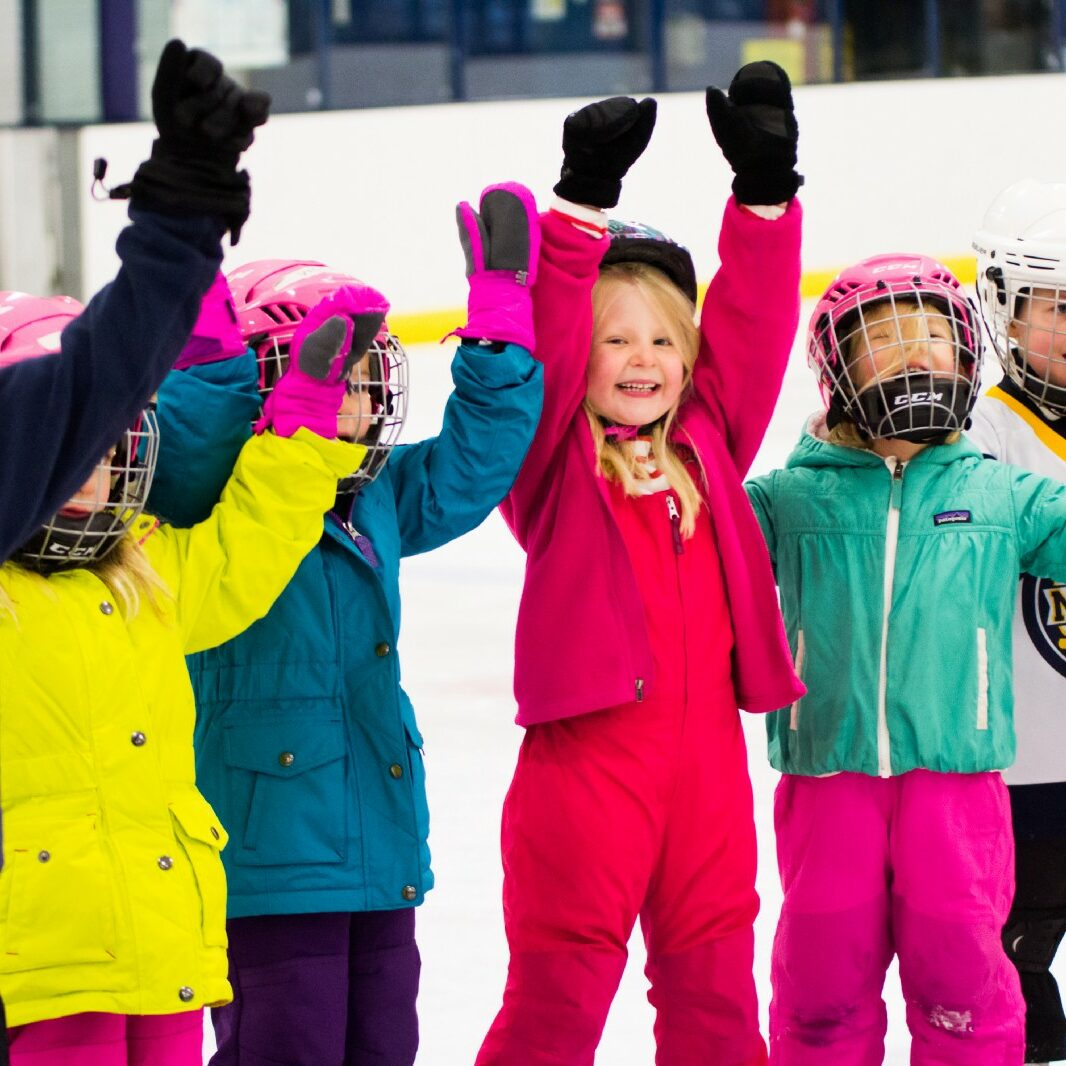 Learn-To-Skate-USA-Powerd-By-Toyota-Kids-On-Ice-Rink